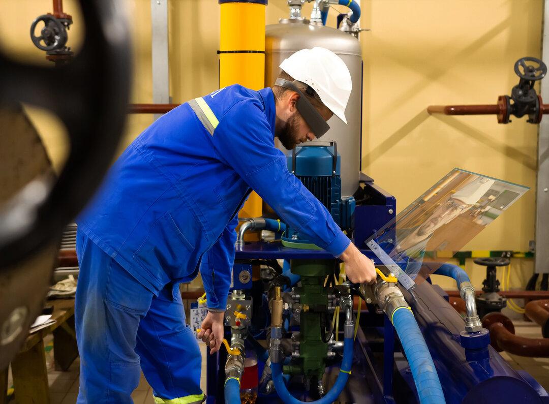 rsz_maintenance_-_oil_pump_-_remote_assistance (1)